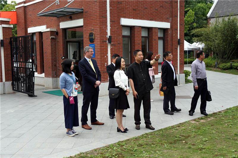 浙江温州商会秘书长厉蓓蕾一行造访了位于崇明岛的上海新纪元双语学校